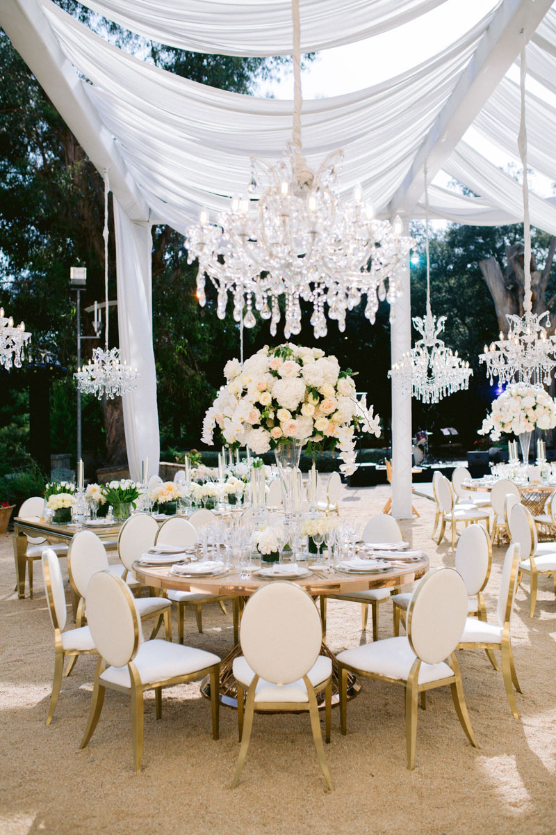 Crystal chandeliers gold tables and chairs white arrangements Barcelona Bell Reco