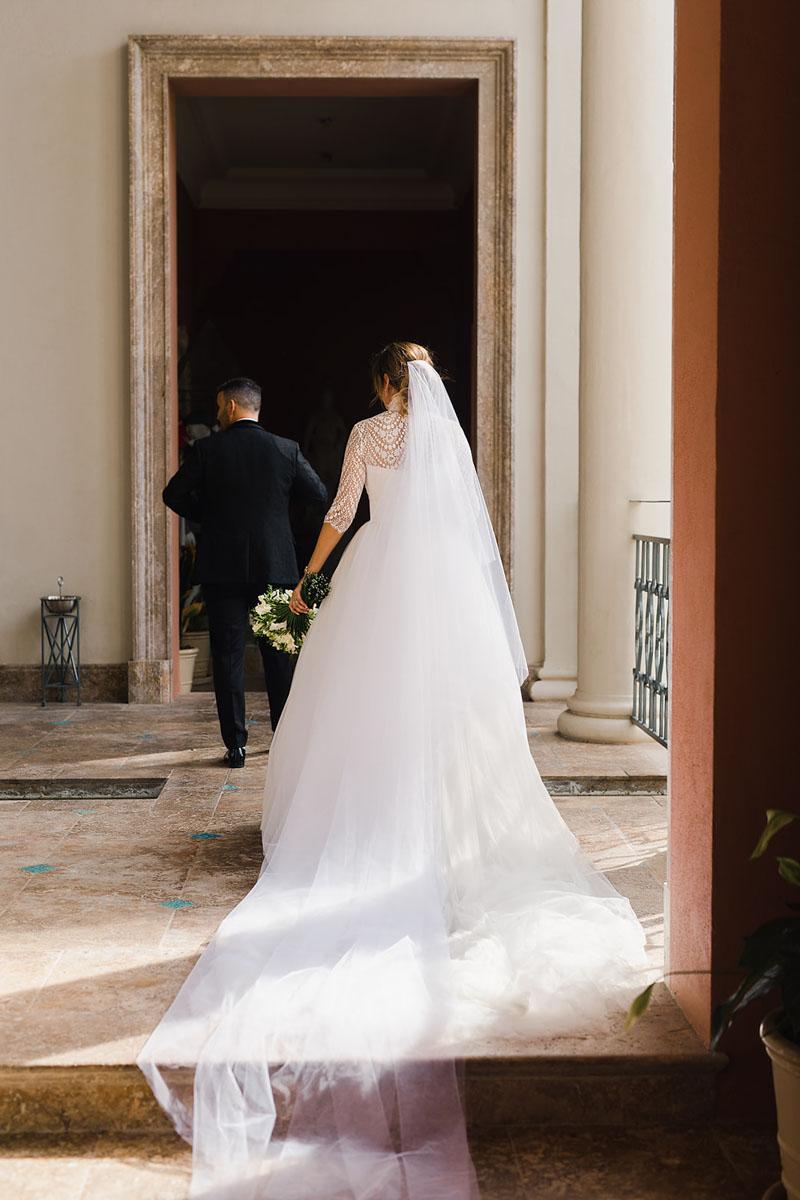 Bride and groom with white bridal bouquet Anantara Villa Padierna