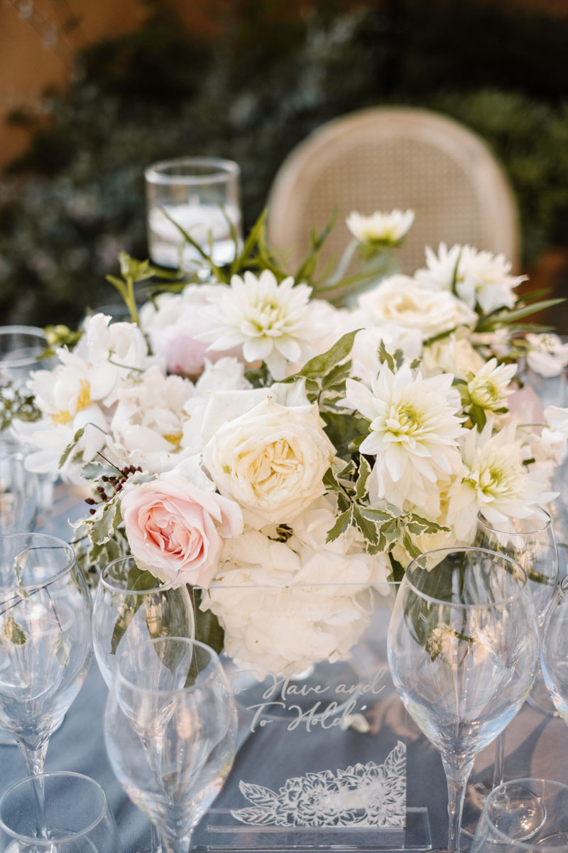 White natural loos flower arrangement wedding Malaga Castillo de Santa Catalina