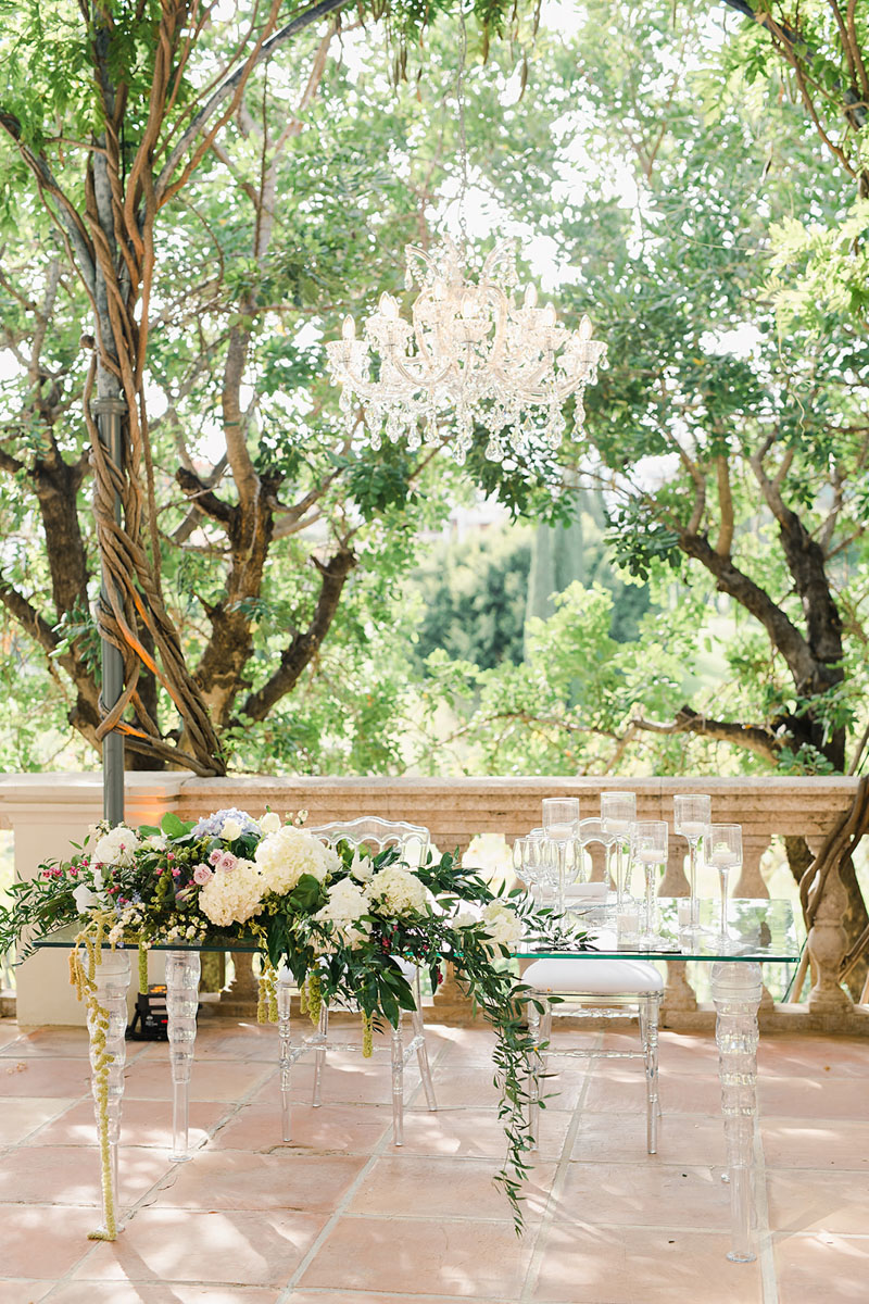 Top table with crystal chandelier Anantara Villa Padierna