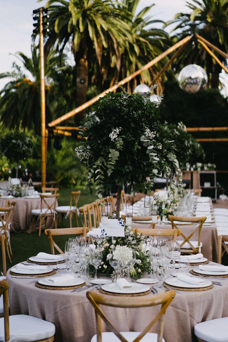 Green tall arrangements rustic look Finca La Concepcion
