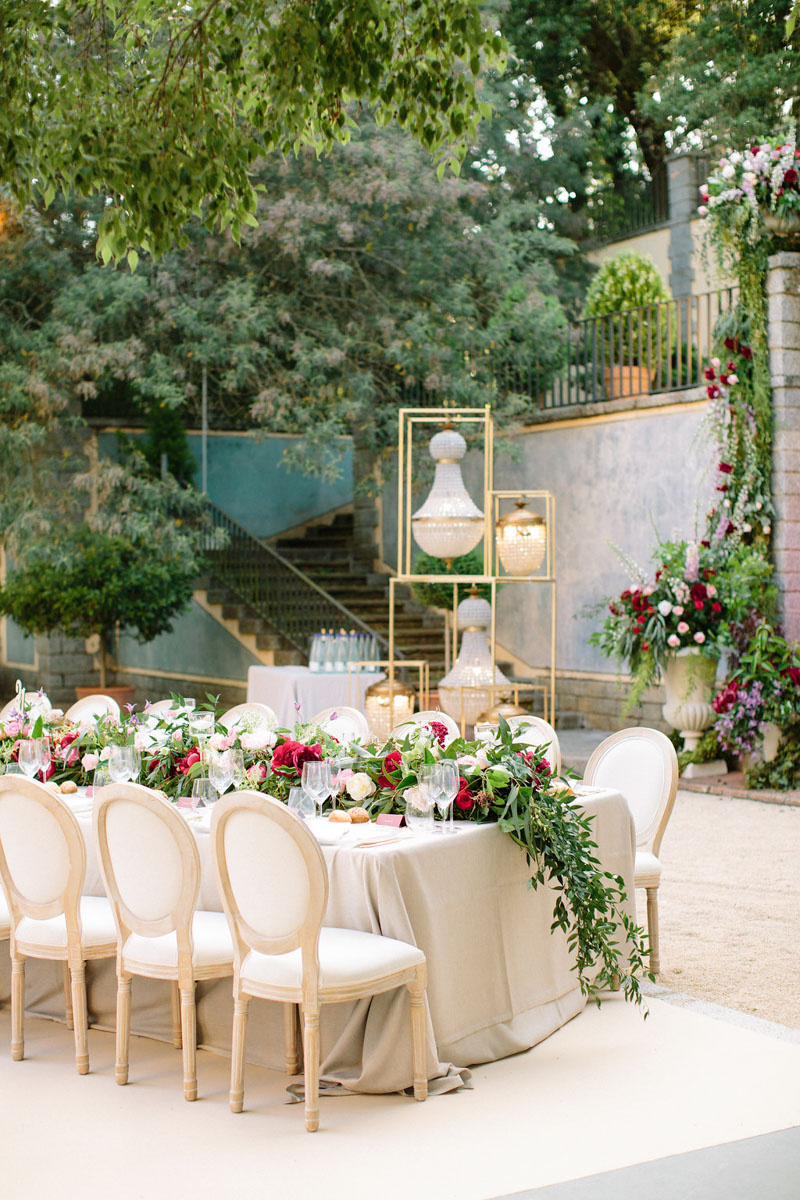 Table with flowers wedding lamps Barcelona Bell Reco