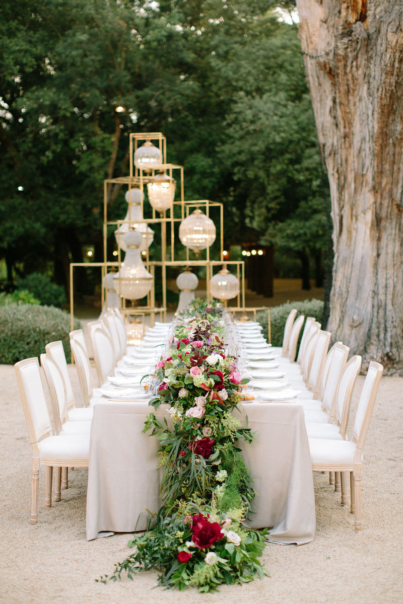 Long table with flower garland dinning chairs and lamps Bell Reco Barcelona