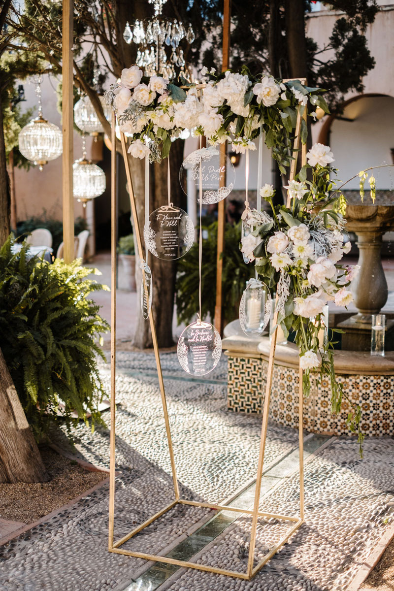 Seating plan wedding perspex flowers Castillo de Santa Catalina