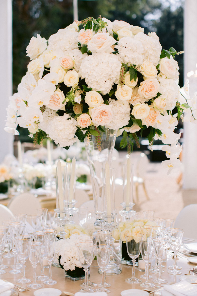 Big flower arrangement gold tableware Barcelona Bell Reco