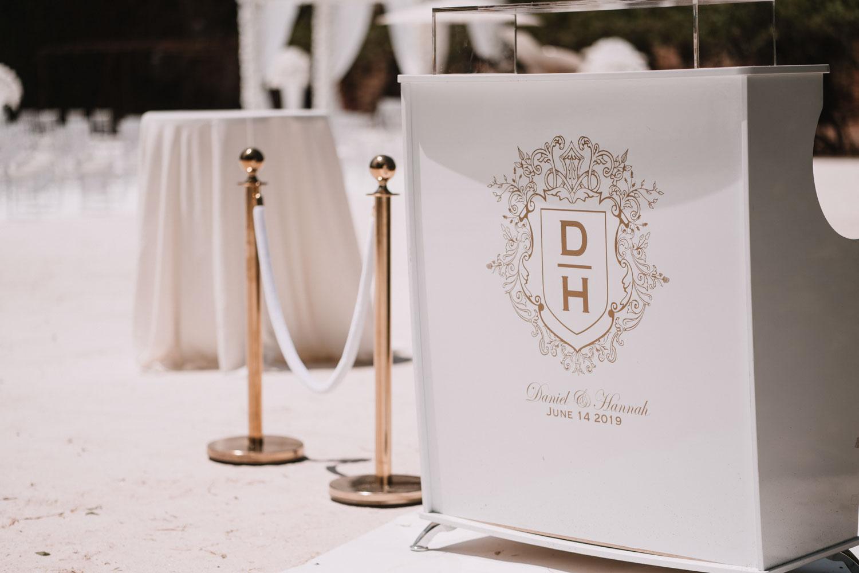 white bar for welcome drinks wedding Finca La Concepcion
