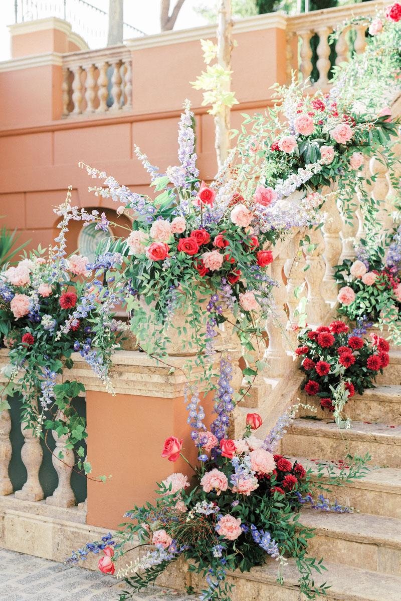 Flower decoration staircase Anantara Villa Padierna