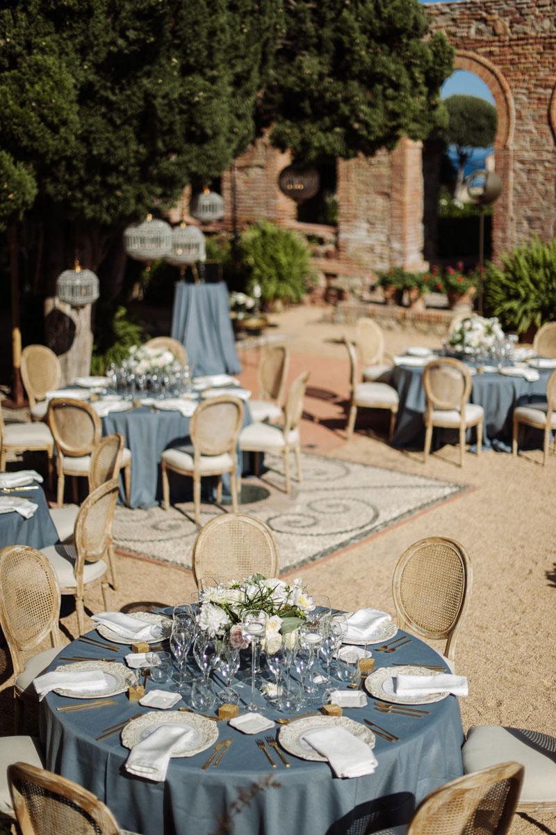 Blue table cloth lamp Louis XVI chairs gold cutlery wedding Castillo de Santa Catalina Malaga